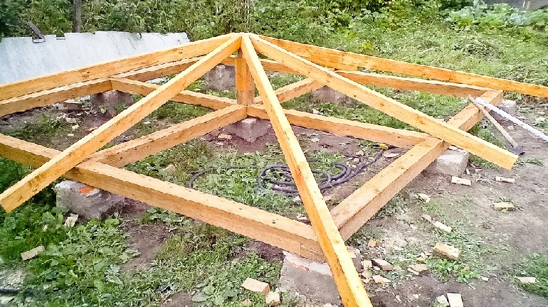 Четырехскатная крыша для беседки